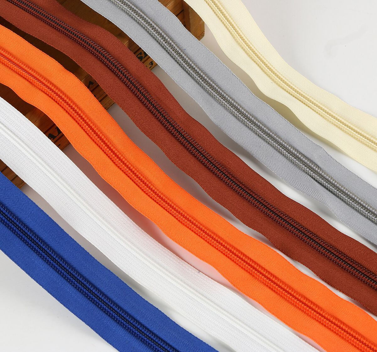 Dây kéo Nylon Nhà máy cung cấp trực tiếp chứng khoán số 3 5 dây kéo nylon mã dây kéo Vải màu với cổ