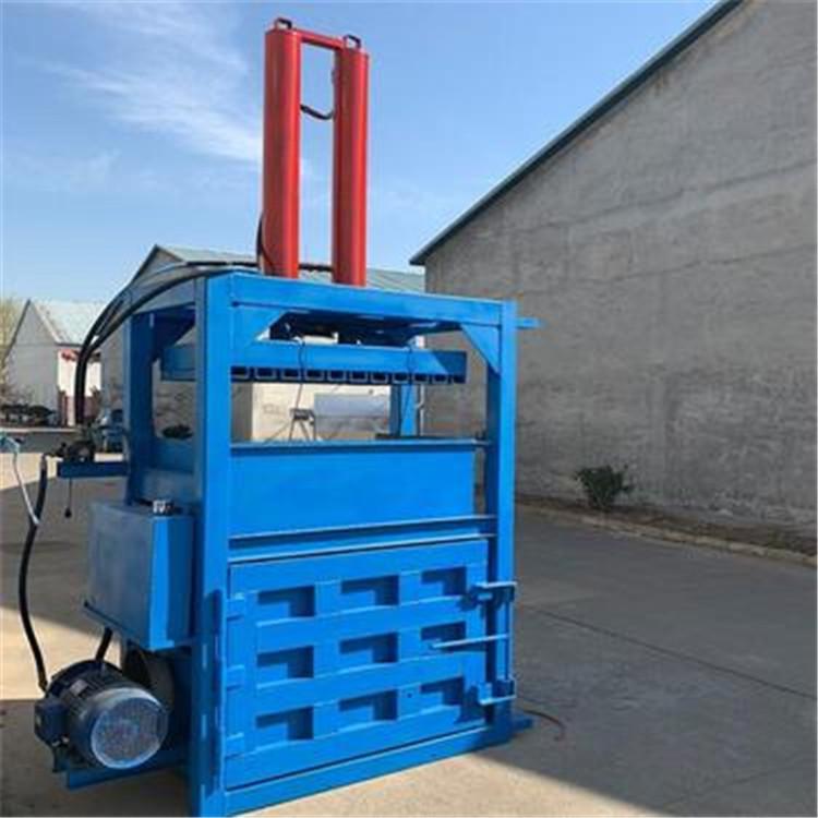 máy bán tự động baler thủy lực đóng gói và tái chế ống hút nhựa giấy cũ.