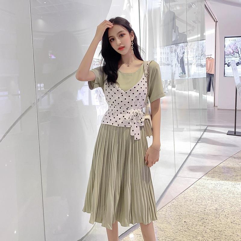 Thời trang Một thế hệ quần áo của phụ nữ Mùa hè phiên bản mới của Hàn Quốc với váy cổ tròn xếp li Vá