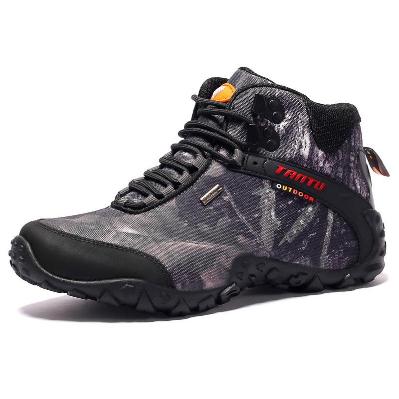 Giày thể thao dã ngoại cổ cao dành cho nam .
