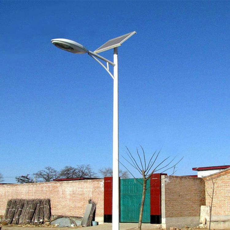 Đèn Led , đèn đường chiếu sáng sử dụng năng lượng mặt trời .
