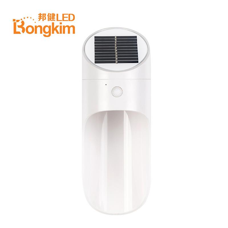 Đèn LED cảm ứng cơ thể con người dùng năng lượng mặt trời .