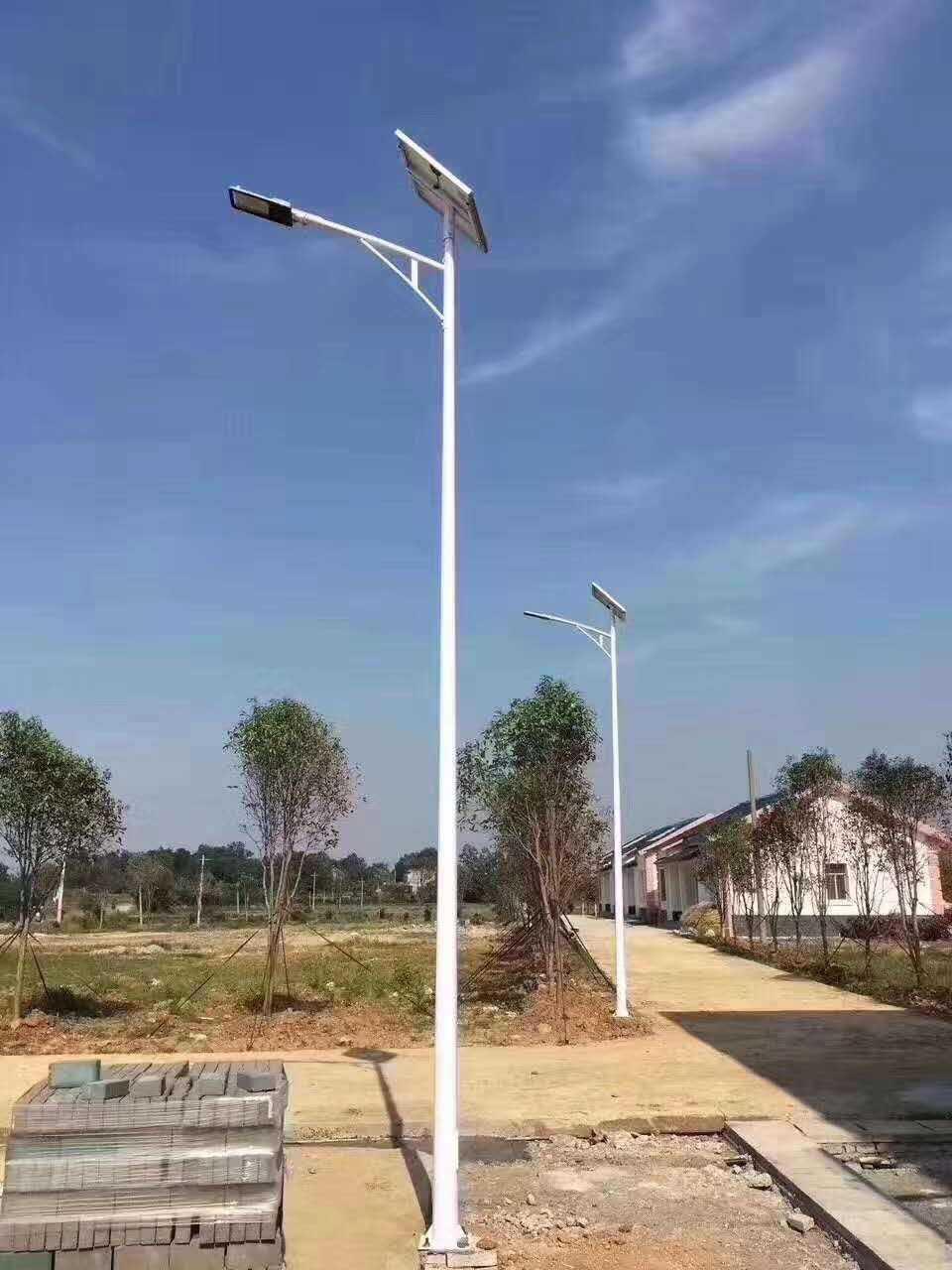 Đèn đường dùng năng lượng mặt trời .