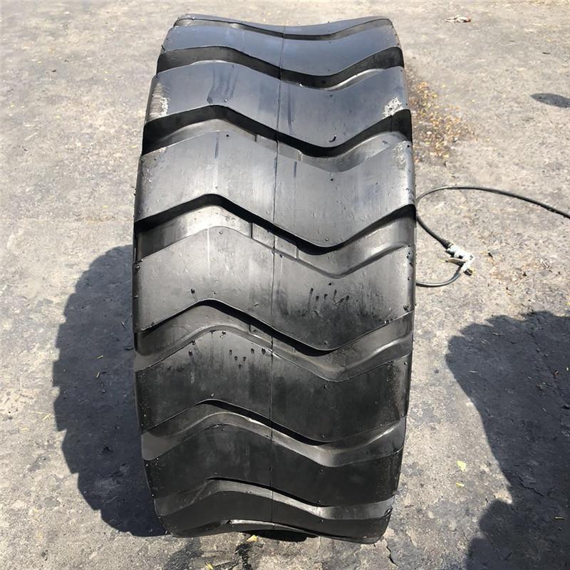 Bánh xe Stock 16 / 70-20 / 24 20,5 / 23,5 / 70-16 Lốp xe tải nhỏ Lốp xe nâng