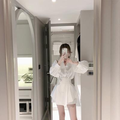Đồ Suits 2019 đầu xuân sơ mi trắng giản dị phù hợp với nữ nước ngoài phong cách eo rộng quần short h