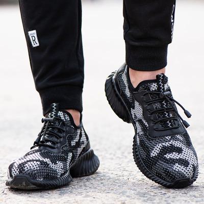 Giày vải kiểu dáng thời trang có tính năng chống va đập thoáng khí .