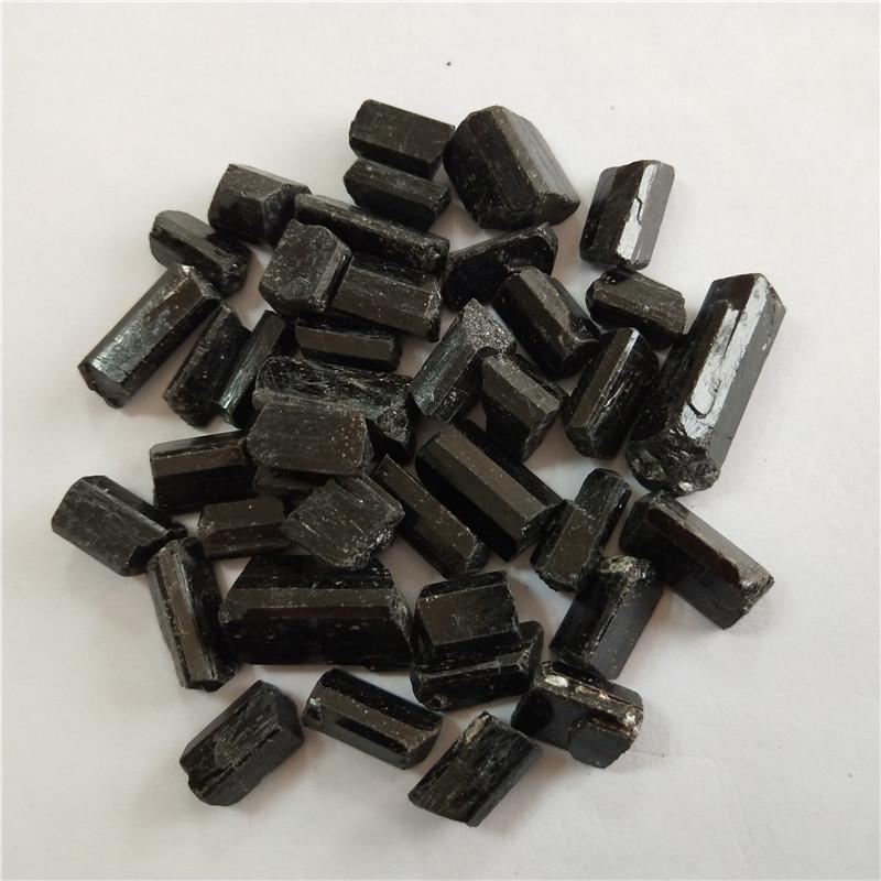 JINBO Khoáng sản phi kim loại Nhà máy trực tiếp tourmaline đen Tân Cương sáu kiểu lăng kính hoàn chỉ