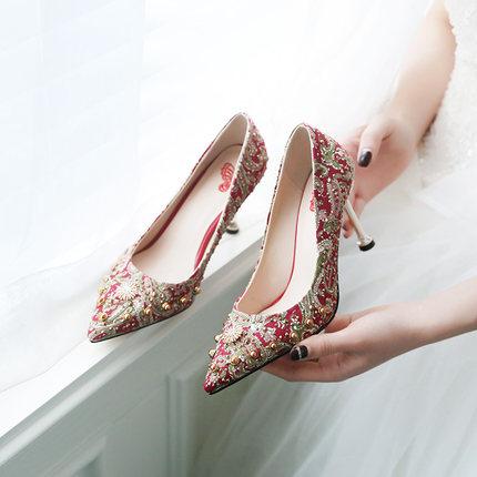 Giày cô dâu  Show giày cưới Giày cưới nữ màu đỏ Trung Quốc Giày cưới cô dâu đinh tán cao gót mèo với