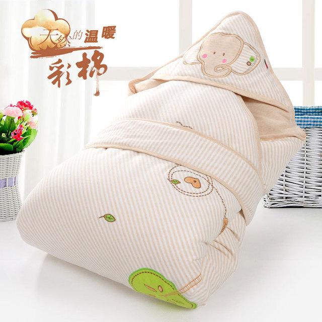 Khăn quấn cho trẻ sơ sinh với chất vải dày giữ ấm cho trẻ.