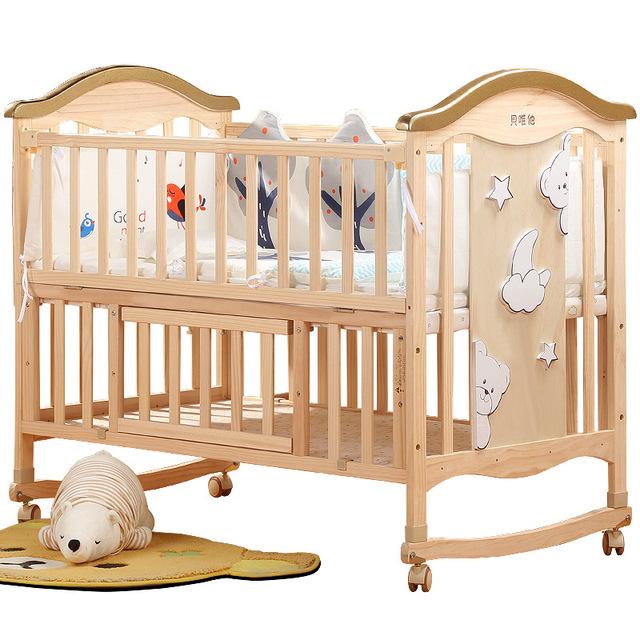 Giường nôi cho trẻ em bằng gỗ rắn không sơn .