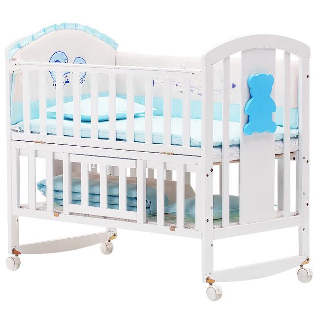 Giường Nôi cho trẻ sơ sinh bằng gỗ thông .