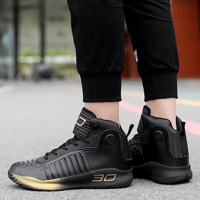 Giày thể thao kiểu dáng thời trang .