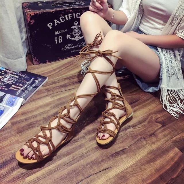giày sandal kiểu chiến binh dành cho nữ .