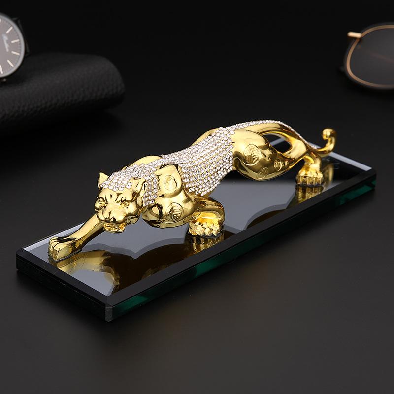 HUOFA Thị trường đồ trang trí xe hơi Leopard xe trang trí xe cung cấp sáng tạo xe nước hoa cơ sở hợp