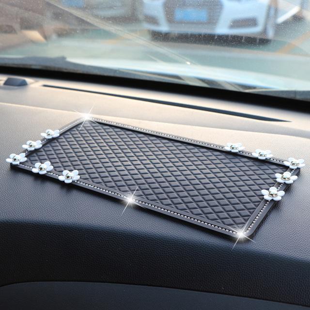 Tấm lót nhỏ chống trượt cho xe hơi .
