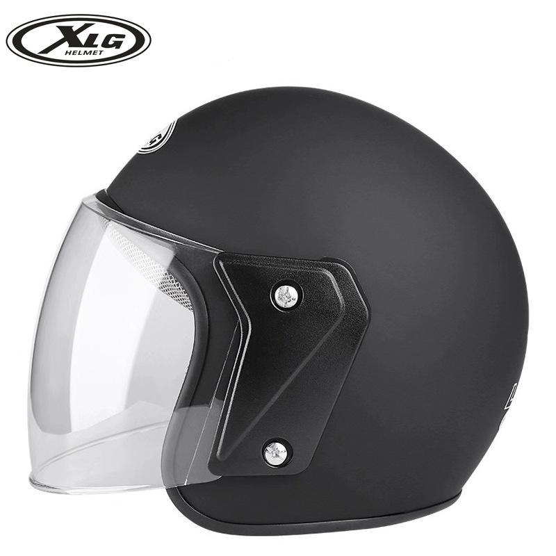 Mũ bảo hiểm xe máy đạt tiêu chuẩn .