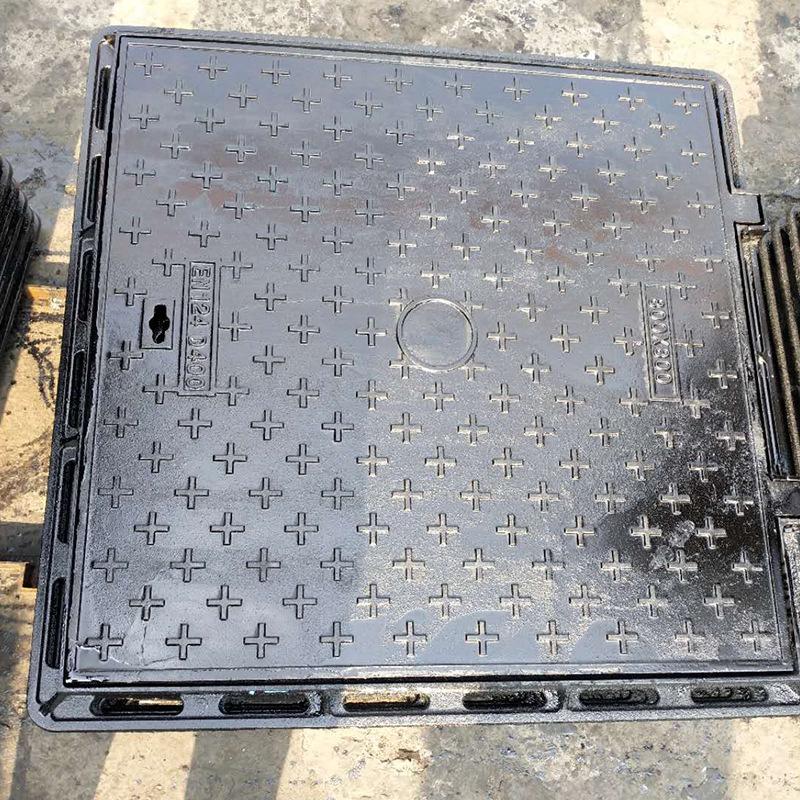 Nắp cống 800 * 800 Quảng trường sắt dễ uốn Nắp cống Thành phố nước mưa Nắp cống thoát nước Nắp cống