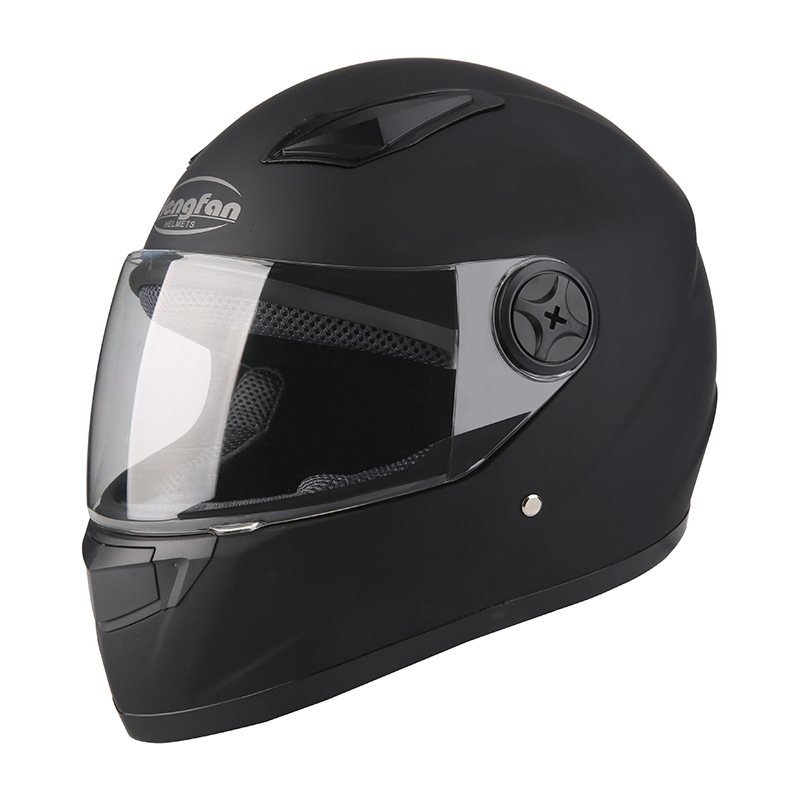 Mũ bảo hiểm xe máy nam và nữ chống sương mù .