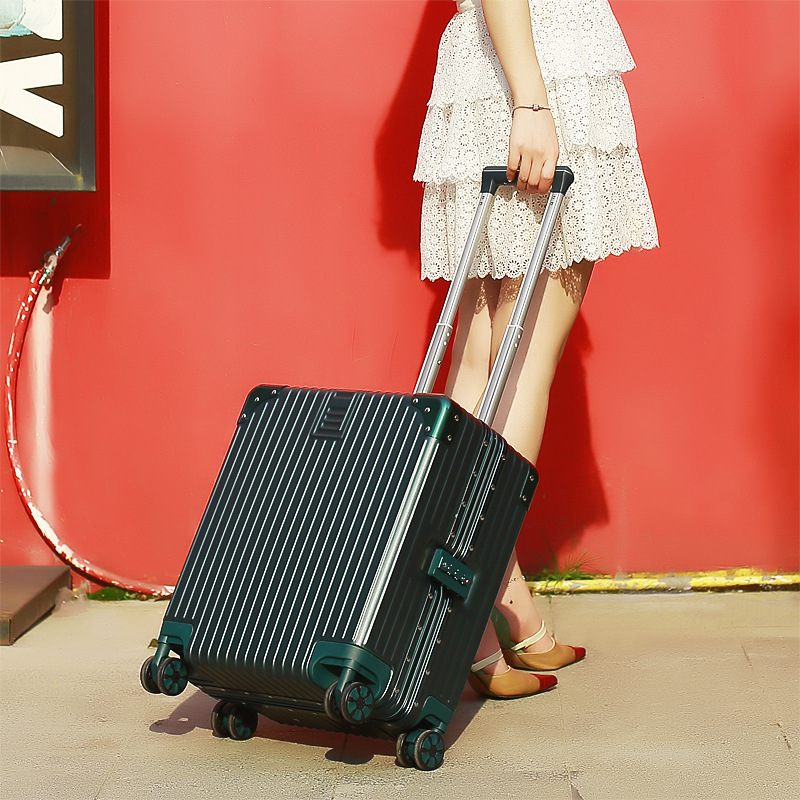 Vali hành lý du lịch loại trung bình cỡ 18 inch logo tùy chỉnh .