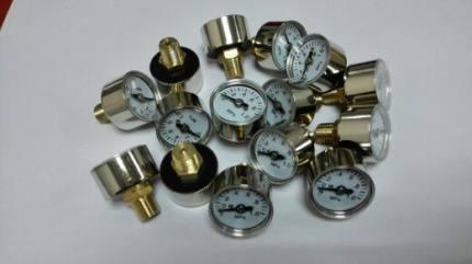 BONDHUS  Đồng hồ đo áp suất  Đồng hồ đo áp suất đường kính 25 mm với vỏ kim loại, đồng hồ đo áp suất