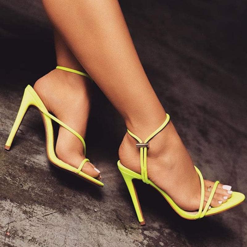 OULLIS Thị trường giày nữ Châu Âu và Hoa Kỳ mới mùa hè màu huỳnh quang dép nhọn ngón chân