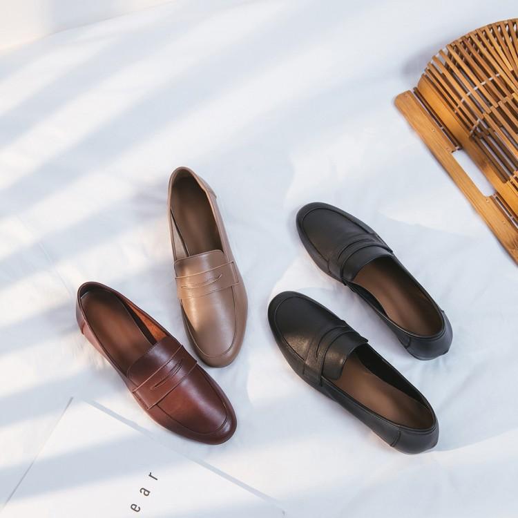 Giày da đế bệt kiểu dáng thời trang đơn giản cho nữ .