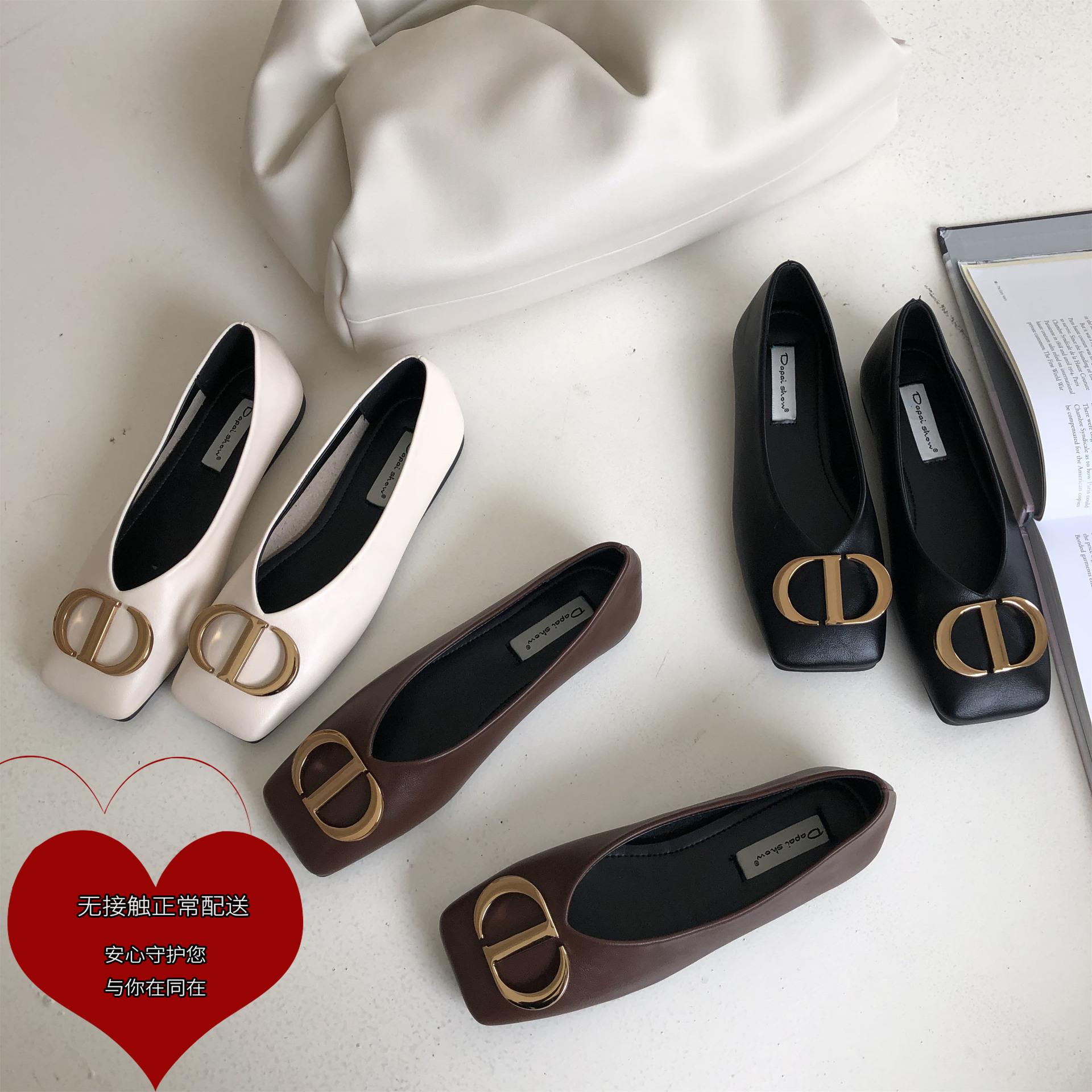 Giày búp bê da mềm mũi vuông kiểu dáng thời trang .