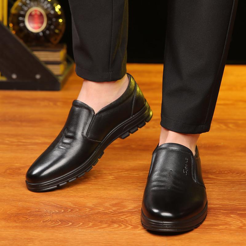 QIANGZU Giày da Giày tròn nam mới giày da cao cấp da bò cộng với nhung đơn giày cỡ lớn nhà sản xuất