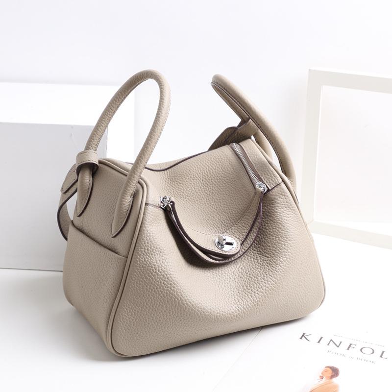 Túi xách thời trang bằng da mềm cho nữ .