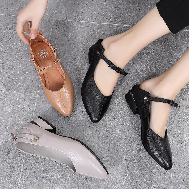 Giày búp bê cao gót với chất da mềm dành cho nữ .