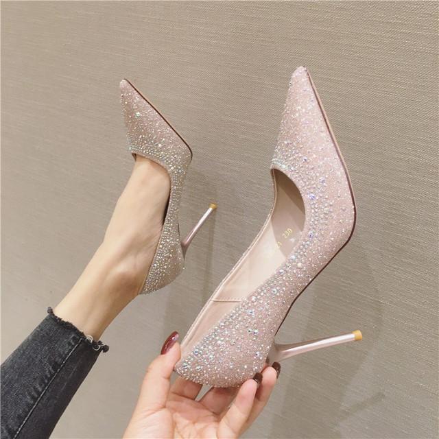 Giày cao gót mũi nhọn siêu cao gót dành cho nữ .