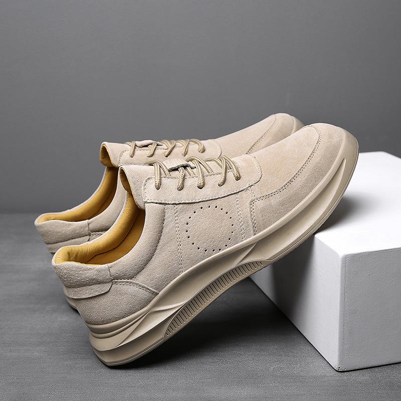 Giày nam kiểu dáng thời trang chất liệu thoáng khí .