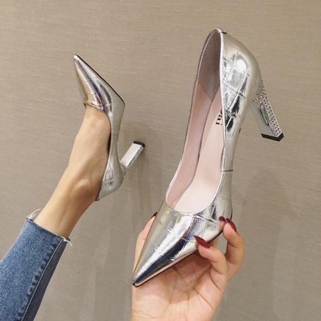 Giày GuangDong Mùa xuân và mùa thu da hoang dã màu đỏ nhỏ màu đỏ tươi cô gái Pháp cao gót với đôi gi