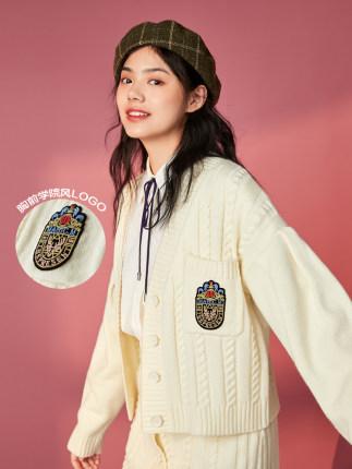 PEACEBIRD Đồ Suits  Áo len cổ lọ màu hòa bình xoắn phù hợp với phụ nữ 2020 mùa xuân mới đại học phon