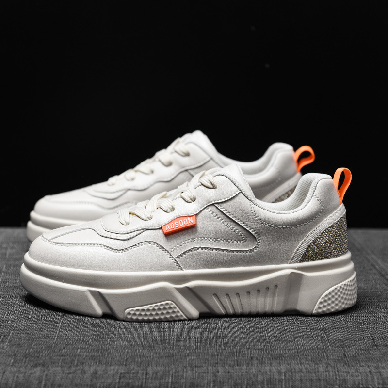 Giày thể thao kiểu dáng thời trang mới  .