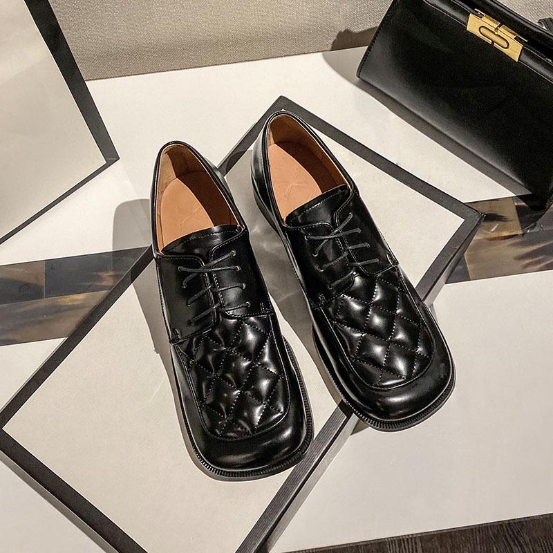 Yizizu Giày Loafer / giày lười Giày đế vuông cho nữ mùa xuân 2020 mới đế giữa màu đen Giày da nhỏ củ