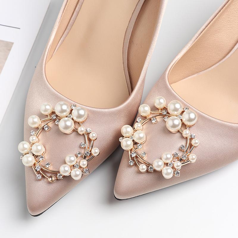 FUHAO Giày cô dâu Fu Số Satin Pearl Buckle Giày cưới Giày nữ 2019 Giày cao gót mũi nhọn mới Giày cao