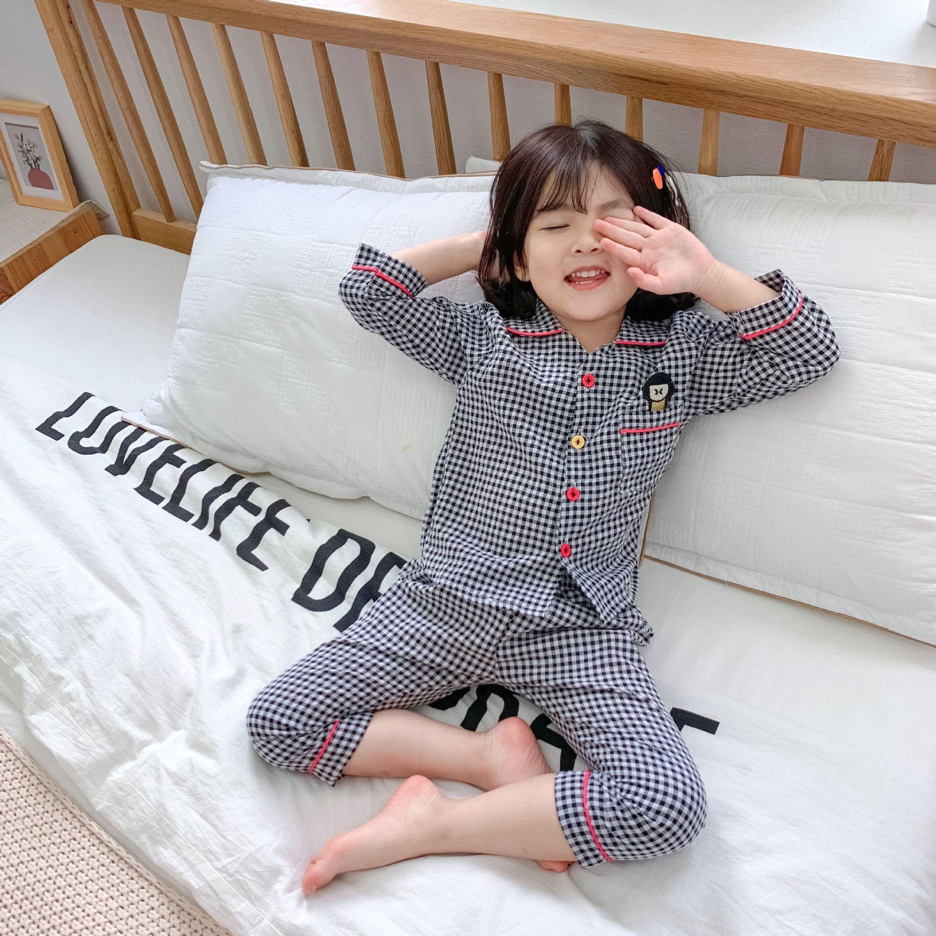 XHT Đồ ngủ trẻ em Quần áo trẻ em 2020 mùa xuân Hàn Quốc chàng trai và cô gái bong bóng thêu nhà dịch