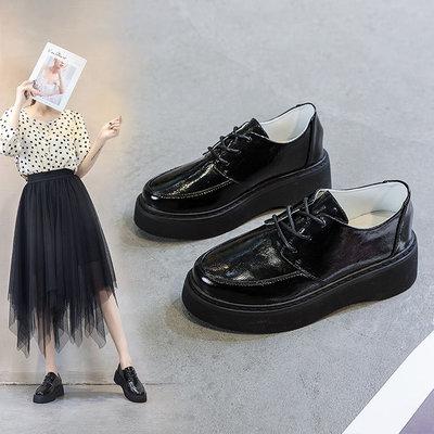 QIUWO giày bánh mì / giày Platform Mới 2020 mùa xuân retro net giày đỏ nữ hoang dã Anh dày đế nêm gó