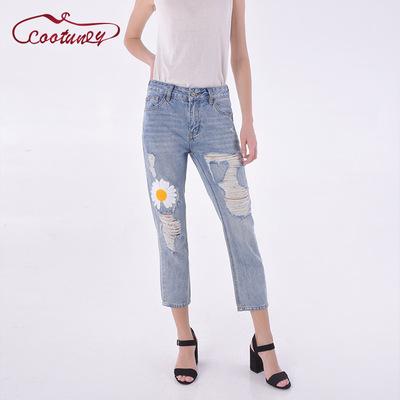 cootuney quần Jean Mùa xuân 2020 quần jean mới của phụ nữ nhẹ màu xanh lỗ nhỏ hoa cúc tình yêu quần