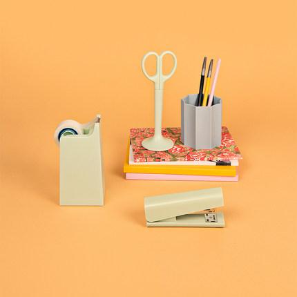 Bộ Đồ dùng văn phòng gồm : Kéo , đồ bấm giấy , hộp giữ băng keo .