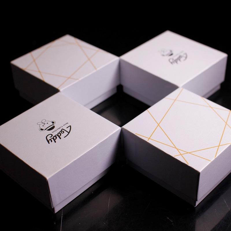 Hộp đựng vòng tay bông tai bao bì hộp hình vuông .