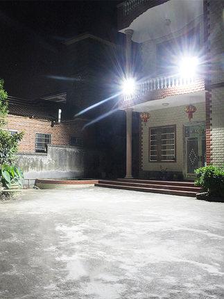 Đèn LED chiếu sáng sân vườn dùng năng lượng mặt trời