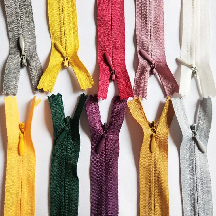 Dây kéo Nylon Nhà máy bán buôn số 3 nylon dây kéo vô hình vải cạnh ren màu đen và trắng điểm gối đệm
