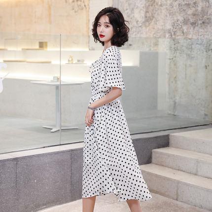 Goldfarm Thời trang nữ Gao Fan 2020 new Pháp thích hợp đầm voan nữ mid-V cổ dài màu đen và trắng điể