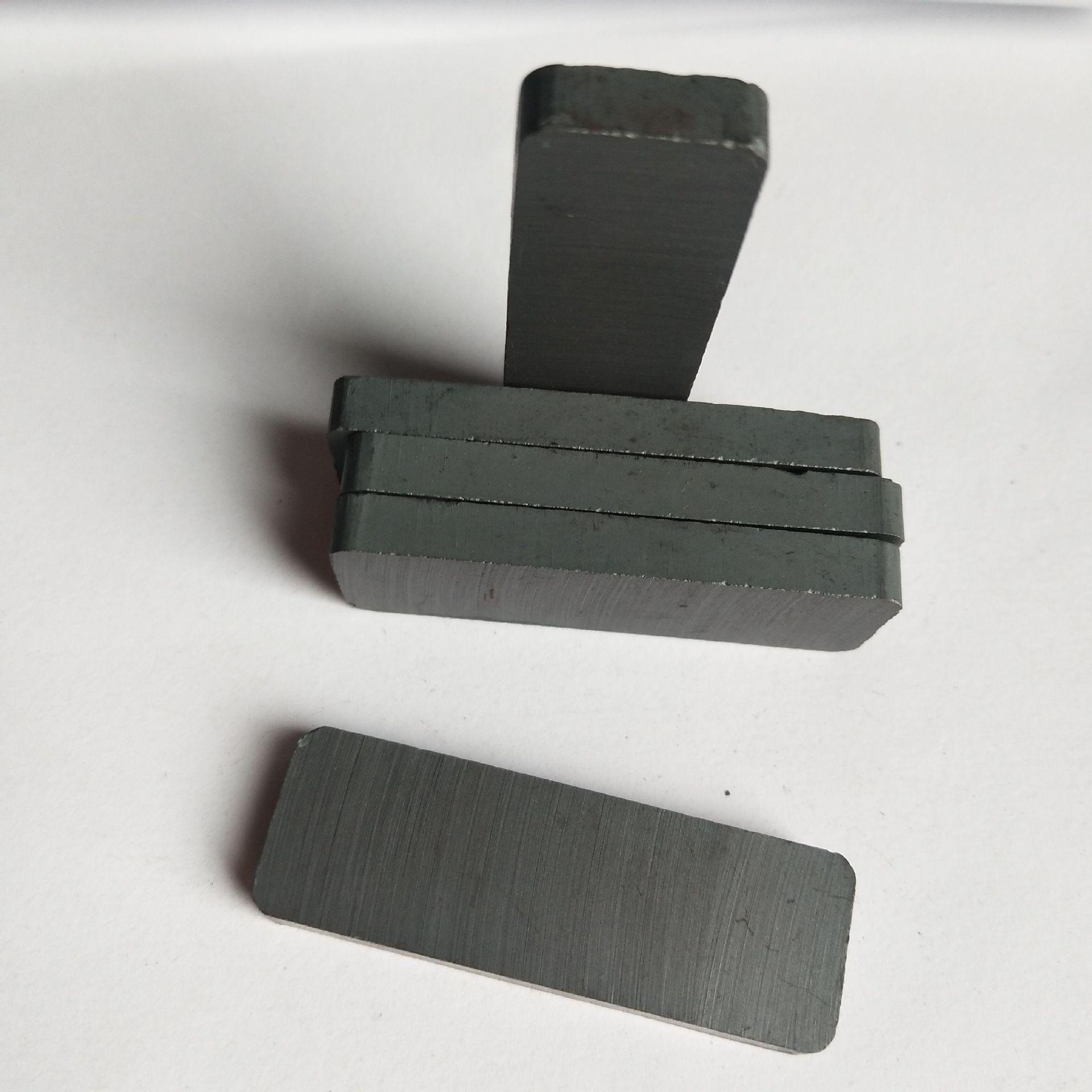 Sắt từ F45 * 15 * 5 Nam châm Ferrite Y30 Nam châm đen Nam châm đen Nam châm đối diện Nhà sản xuất Na
