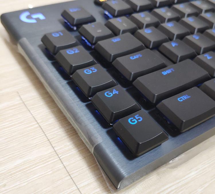 Bàn phím cơ RGB có đèn nền trục xanh trục đỏ Thương hiệu: Logitech G