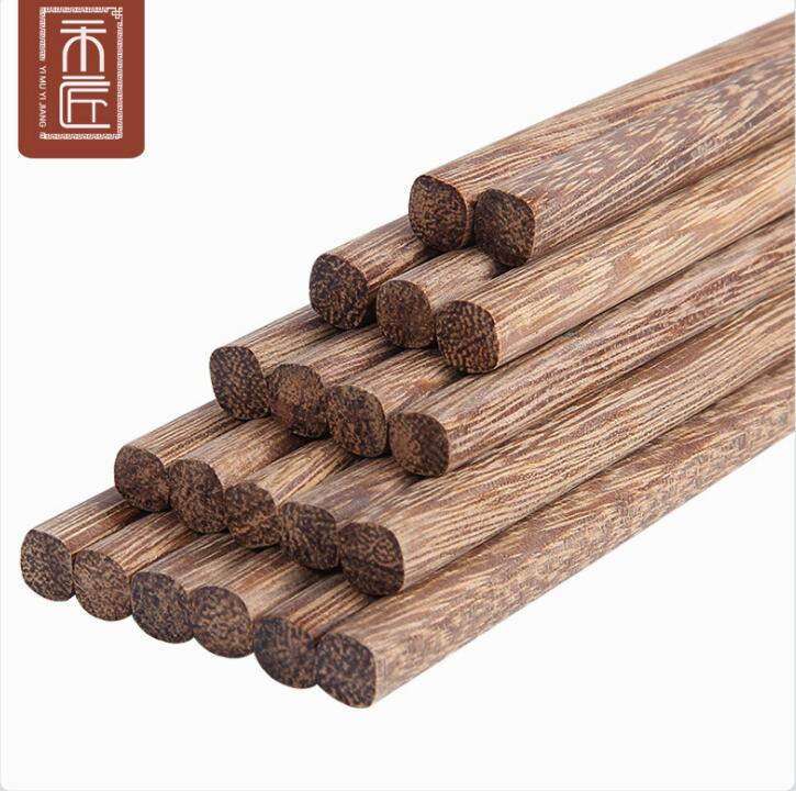 Bộ đũa ăn bằng gỗ cho gia đình .