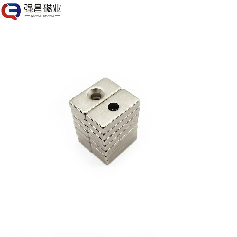 QIANGCHANG Sắt từ Các nhà sản xuất nam châm bán F20 * 5 * 3 lỗ với sắt nam châm mạnh bằng sắt mạ nik