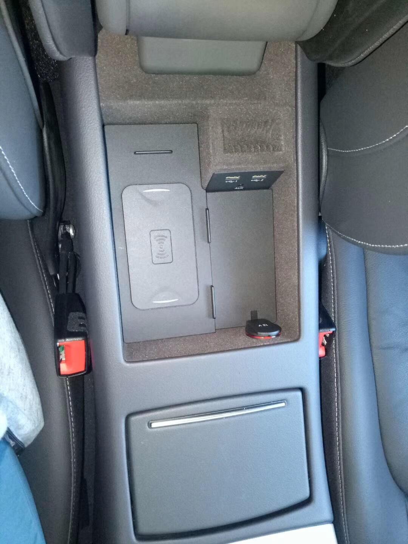 Sạc điện thoại không dây dành cho xe hơi .